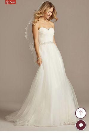 Wedding dress - Size 2, David's Bridal, Ivory, Tullegg for Sale in Long Beach, CA