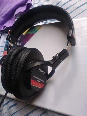 Sony mdr-v6 studio monitor wired headphones for Sale in Las Vegas, NV