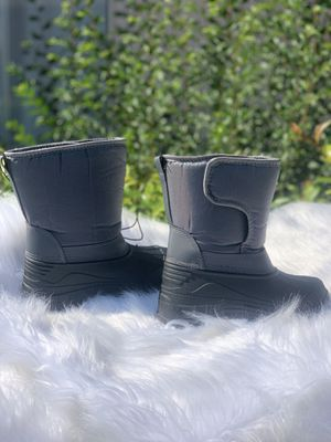 Snow boots for kids sizes 9,10,11,12,13,1,2,3,4 $25 each pair for Sale in Cudahy, CA
