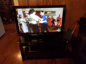 42in Panasonic TV with table for Sale in Fort Worth, TX