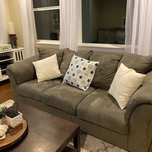 Gray Couch for Sale in Beaverton, OR