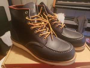Red wings boots mens 10 for Sale in Redford Charter Township, MI