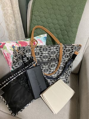 Petunia pickle bottom altogether tote large like new for Sale in Puyallup, WA