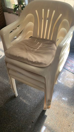 4 plastic chairs with cushions for Sale in New Port Richey, FL
