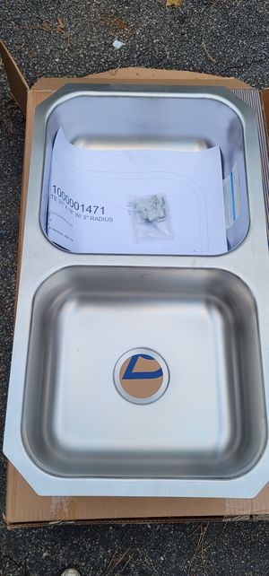 Moen 2000 Series Stainless Steel 31.75-in Double Bowl Undermount Kitchen Sink with 6-in Depth for Sale in Cary, NC