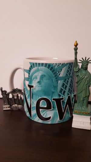 New York, collectible set of Mug 25 ounces, Statue of Liberty, New York Key chain. Microwave safe. for Sale in Covington, KY
