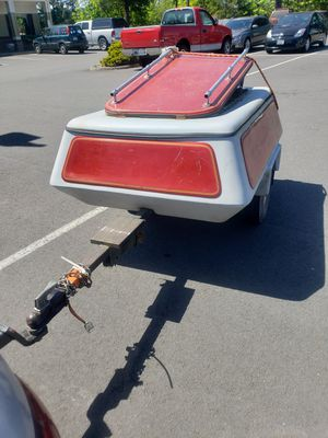 Small enclosed fiberglass trailer with title and keys for Sale in Puyallup, WA