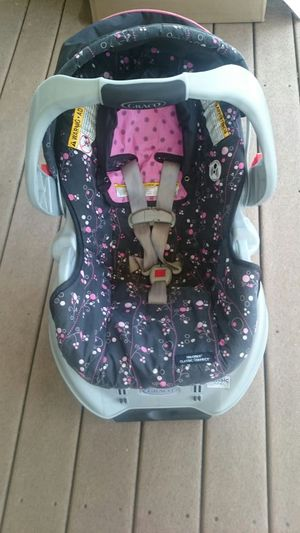 Graco car seat with base and stroller for Sale in Nottingham, MD