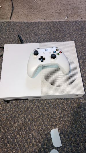 Microsoft Xbox One S 500gb w/ Controller for Sale in Traverse City, MI