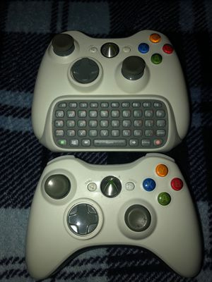 Xbox 360 controllers (White) for Sale in Mill Creek, WA