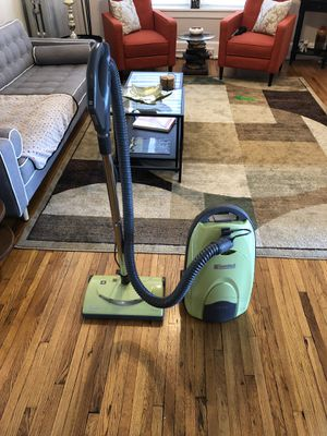 Kenmore Model 116 Canister Vacuum for Sale in Cleveland, OH