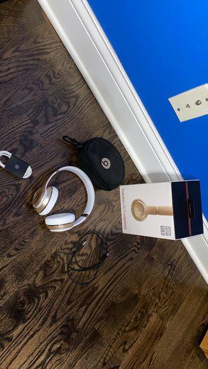 BEATS SOLO 3 WIRELESS ON-EAR HEADPHONES for Sale in Oak Lawn, IL