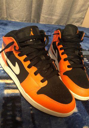 Jordan 1 orange black mids 6.5 for Sale in Renton, WA