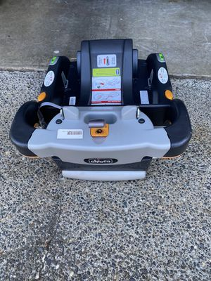 Chicco car seat base for Sale in Edgewood, WA