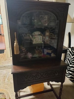 Antique display cabinet for Sale in Boca Raton, FL