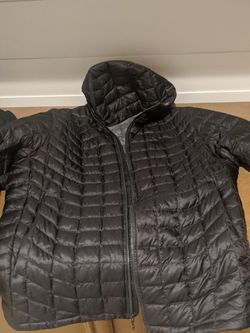 North Face Thermoball Hooded Jacket Sz xL for Sale in Riverside,  CA