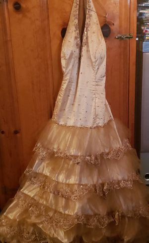 Beautiful plus size golden dress for Sale in St. Louis, MO