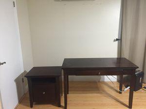 Desk and filing cabinet for Sale in Miami, FL