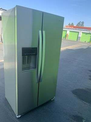Whirlpool 21 cu. ft. Side By Side Refrigerator in Fingerprint Resistant Stainless Steel, Counter Depth for Sale in Stockton, CA