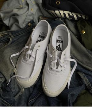 White low top can size 7 for Sale in Orlando, FL