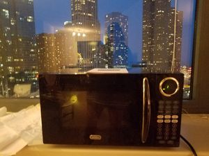*NEW* Sunbeam SGB8901 .9 Cubic Feet Microwave Oven 900 Watts Oven for Sale in Chicago, IL