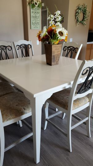 Table and chairs for Sale in Fontana, CA
