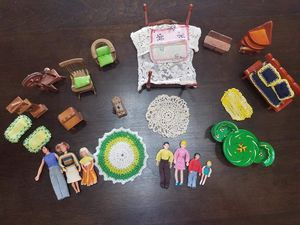 Vintage 1970s Dollhouse Furniture, Bedding, Dolls. Excellent Condition. One Owner. for Sale in Phoenix, AZ