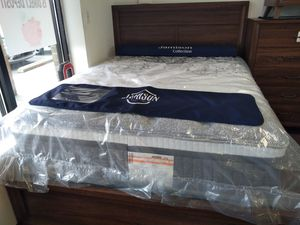 Hybrid queen Mattress 40 down box spring included for Sale in Columbus, OH