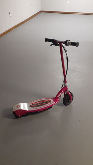 Razor scooter for Sale in Blue Springs, MO