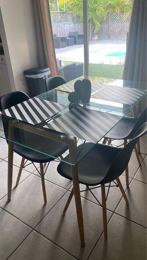 Comedor $199 incluyendo las 4 sillas 🪑 Casi nuevo se Uso muy poco for Sale in Miami, FL