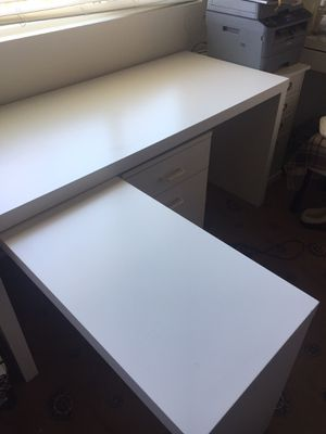 IKEA table w extendable side & lamp for Sale in Torrance, CA