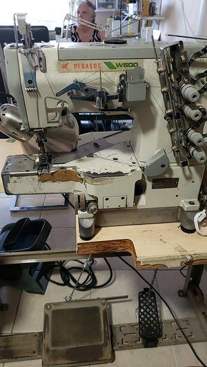Máquina de coser cocer collaretera, con motor nuevo ,silencioso,en muy buenas condiciones se escuchan ofertas for Sale in Miami Gardens, FL