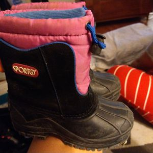 SIZE 11 CHILDREN'S SNOW BOOTS for Sale in Santa Ana, CA