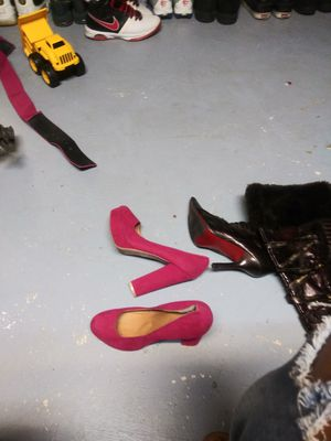 Hot pink heels and belt for Sale in River Hills, WI