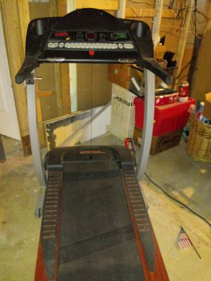 Treadmill with heart monitor emergency key to cup holders for Sale in Akron, OH