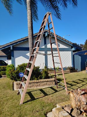 12 foot LADDER, works great. for Sale in Huntington Beach, CA