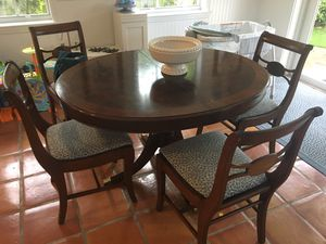 Small Dining Table and 4 chairs for Sale in Miami, FL