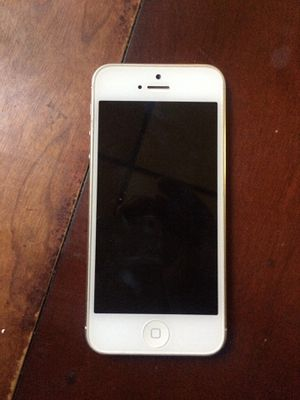 iPhone 5 for Sale in Trenton, NJ