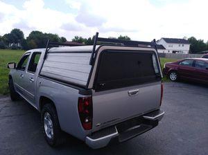Camper de aluminio para camioneta doble cabina mide 61 de ancho y 64 de largo por fuera . for Sale in Joliet, IL
