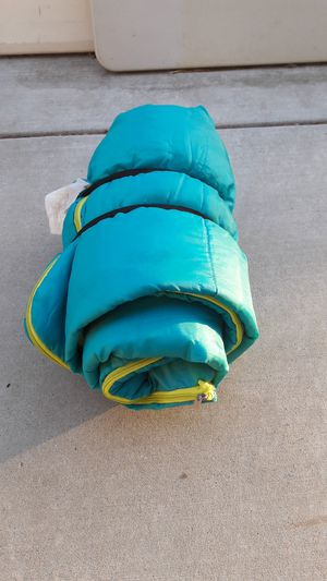Lightweight sleeping bag green Smoke free for Sale in Tracy, CA