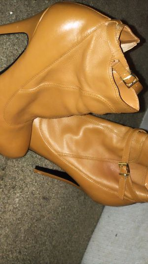 Brown bootie heels size 7.5 for Sale in Tustin, CA