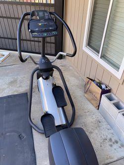 Elliptical Trainer- Precor EFX for Sale in Fresno, CA