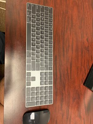 Apple keyboard and mouse. (Wireless) for Sale in Cibolo, TX