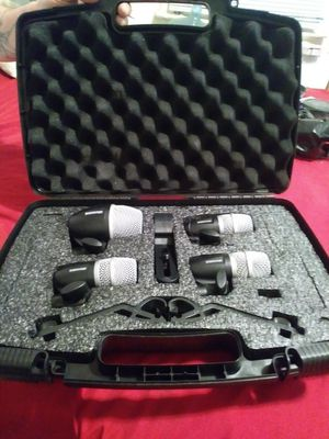 Shure mic drum set mic keyboard and behringer speakers for Sale in Philadelphia, PA