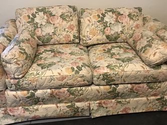 Ethan Allen Floral Loveseat for Sale in Lorain,  OH