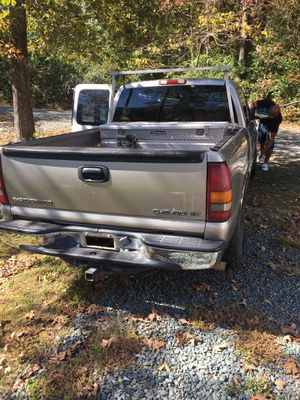 Chevy 2002 Silverado 1500 $3000$ for Sale in Raleigh, NC