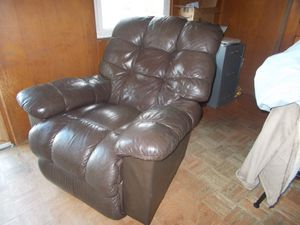 Full leather La Z Boy Recliner for Sale in Oceanside, NY