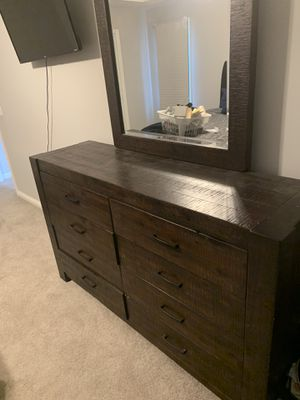 Dresser with mirror for Sale in Franklin, TN