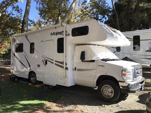 2011 23 ft majestic class C RV, in great condition, everything works for Sale in Acworth, GA