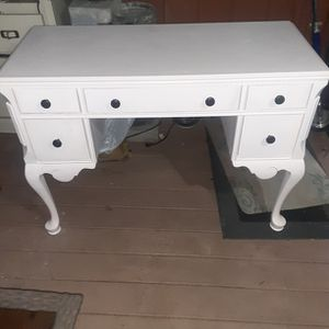 Pottery Barn Teens Hayley Pail Pink Desk for Sale in San Dimas, CA